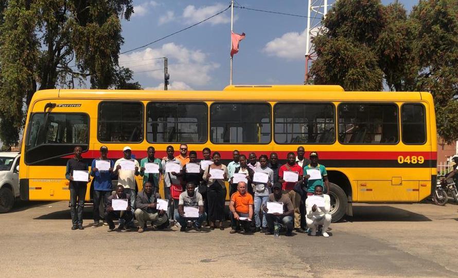 Asperbras África entrega frota de ônibus em Lubango - ASPERBRAS